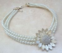 Vintage Style Pearl Flower Choker Necklace.